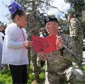 Child giving a soldier a card