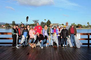 Harbortown Volunteers cleanup the Lagoon.